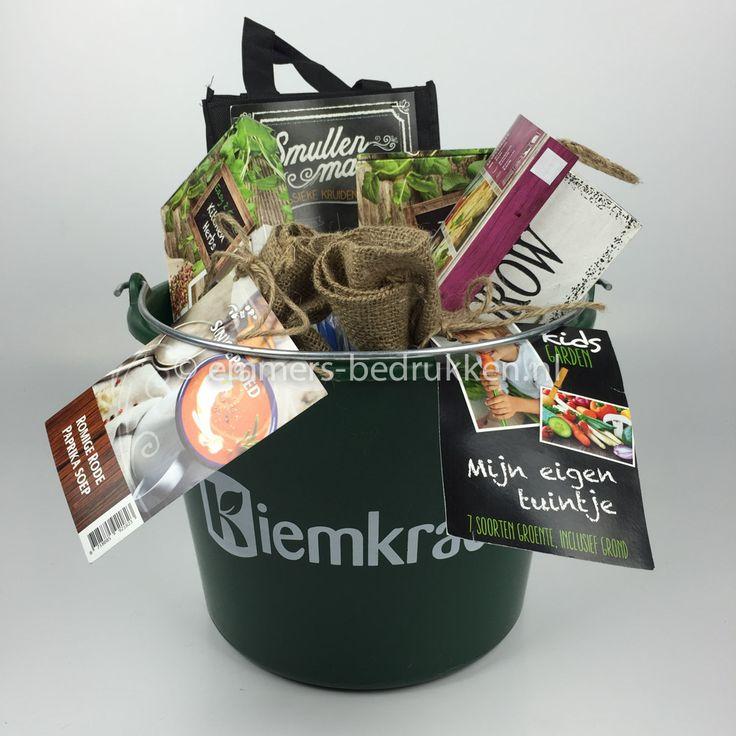 Groei&smul pakket | bedrukte emmer met uw logo of tekst gevuld met allerlei leuke artikelen die je kan laten groeien en... opeten.  TIP: voorjaars geschenkenpakket voor bv agrarische bedrijven, tuinbouwbedrijven, hoveniers.