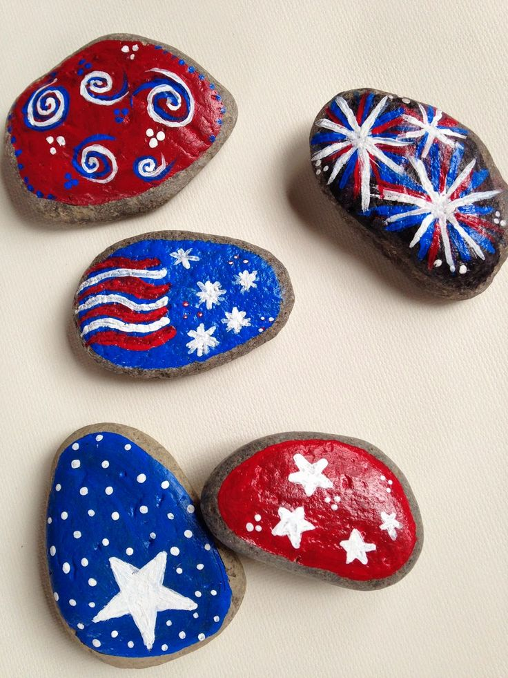 With found rocks and only 3 colors, doodle away and create quick easy decorations for Independence Day!!  Fun for kids too!            ...