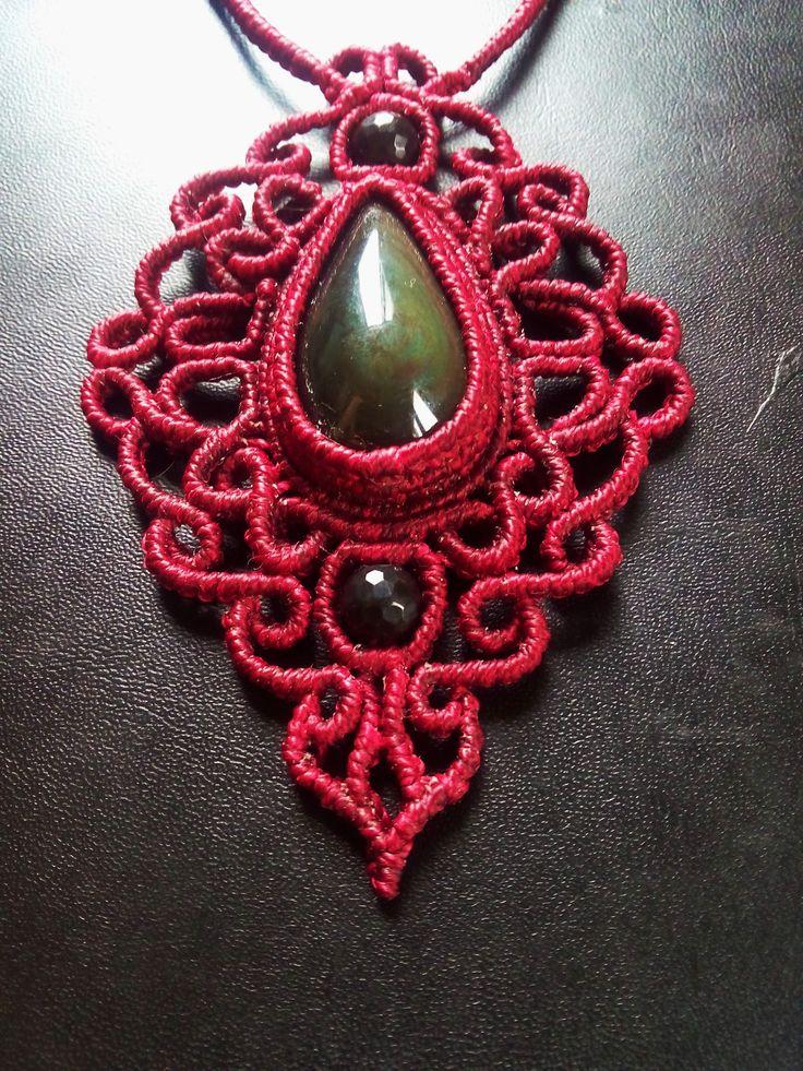 Macramè pendant with rainbow obsidian