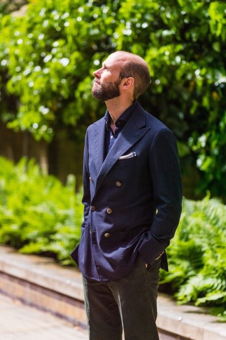 """Opening-picture from the article """"Hopsack blazer: the perfect summer jacket"""", giving an overview of the jacket presented."""