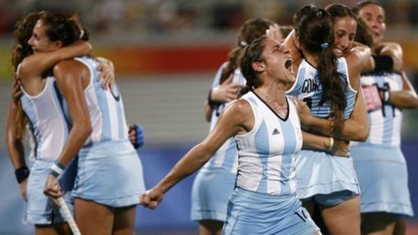 """Seleccion argentina de hockey sobre cesped femenino - """"las leonas"""". En frente: Mechi Margalot. #hockey  #argentina #leonas"""