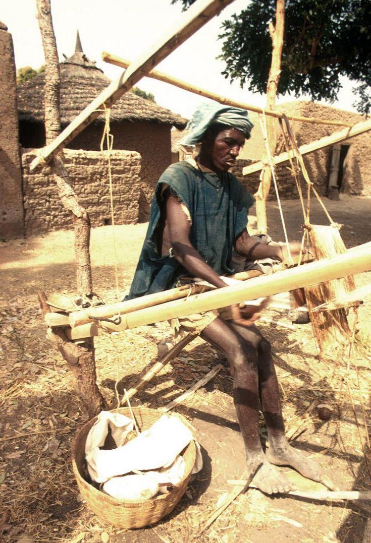 Africa   Bamana weaver at his horizontal loom.  Senou village, Mali. 1971   ©Eliot Elisofon