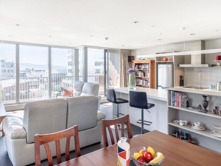Sunny and spacious Republic Apartment with a view! http://www.tommys.co.nz/head-office/agent/john-kettle