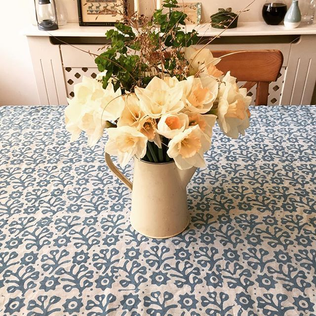 I made a tablecloth from a gorgeous piece of cotton from the @clothhouse outlet shop in Camden.... it makes me think of balmy summer days and beaches. Are you dreaming of summer too, lovelies? Jenny xxxxxxooooooo