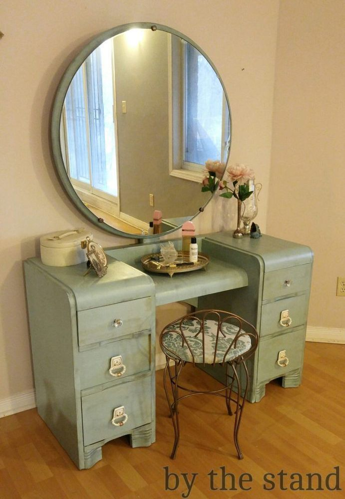 Makeup Vanity Makeover With Country Chic Paint In 2020 Vanity Makeover Country Chic Paint Vanity Makeup Rooms
