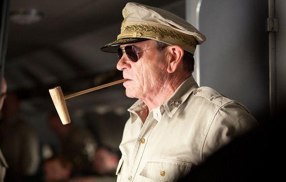 'Emperador': Su estreno será el próximo 28 de marzo. Thriller histórico dirigido por Peter Webber, el director de 'La joven de la perla' y 'Hannibal, el origen del mal', y protagonizada por Tommy Lee Jones ('Hombres de negro' y 'Lincoln') y Matthew Fox ('En el punto de mira' y series como 'Perdidos).