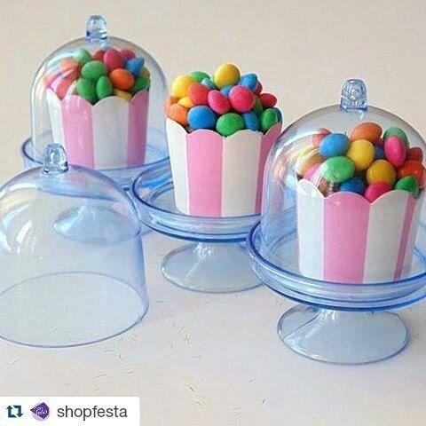 Mini cúpulas de acrílico para docinhos! Disponível em várias cores. Confira nas…