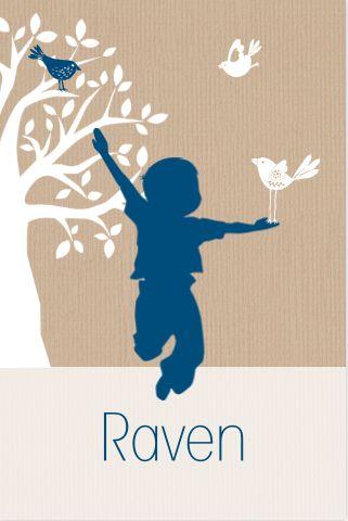 Leuke geboortekaart met silhouet, vrolijk jongetje met vogeltjes en boom op kraftpapier bij JilleJille.nl . Gratis verzenden