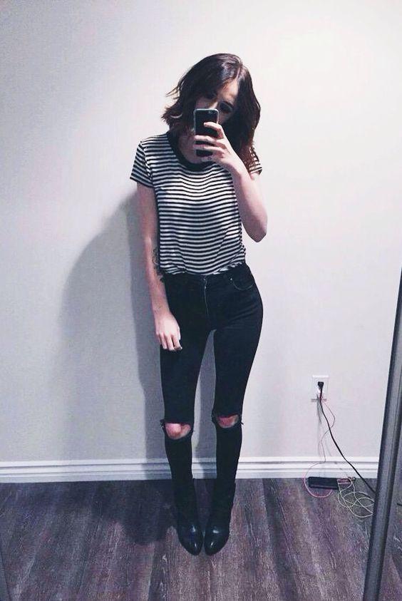 outfit con playera de rayas