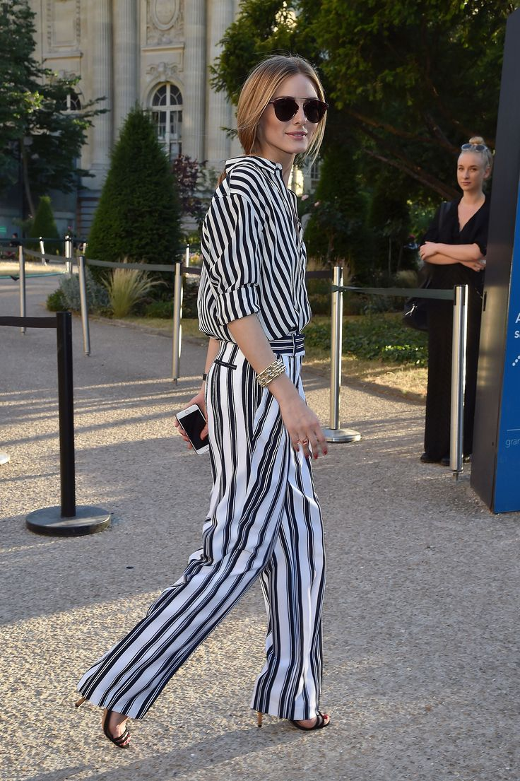 Olivia attended the Giambattista Valli show in black and white striped separates. She let the luxe oversize pieces speak for themselves, completing her look with a chunky chain-link bracelet and oversize sunglasses.