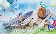 Um bebê fofinho, e com muito soninho! Perfeito para por do lado do seu filho ou sua filha pra fazer companhia na hora de dormir!  Abreviações: am: anel mágico pb: ponto baixo pa: ponto alto corr: corrente aum: aumento dim: diminuição  Pernas (fazer 2 vezes): Comece com o fio azul claro. Volta 1: am com 8 pb (8) Volta 2: 8 aum (16) Volta 3: 1 pb, 1 aum x 8 (24) Volta 4: 3 pb, 1 aum x 6 (30) Voltas 5-6: 30 pb (30) Volta 7: 10 pb, 5 dim, 10 pb (25) Volta 8: 9