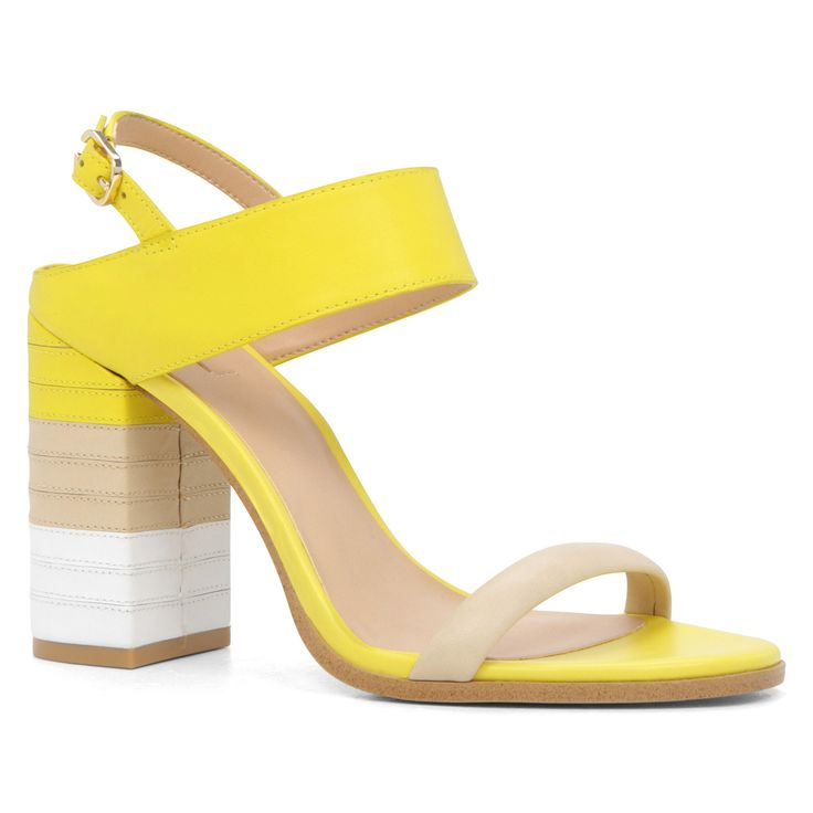 Yellow sandals/Sandalias amarillas