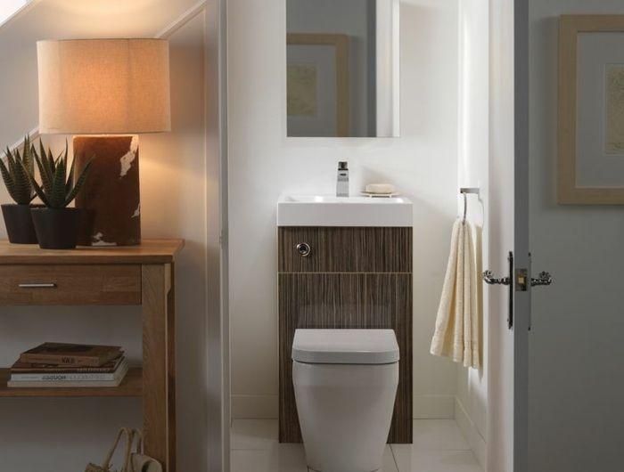 Les 25 meilleures id es concernant salle de bains sous les for Toilette sous pente