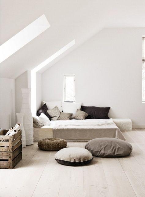 Idée déco pas chère pour la chambre : mixer les coussins ! - www.decocrush.fr