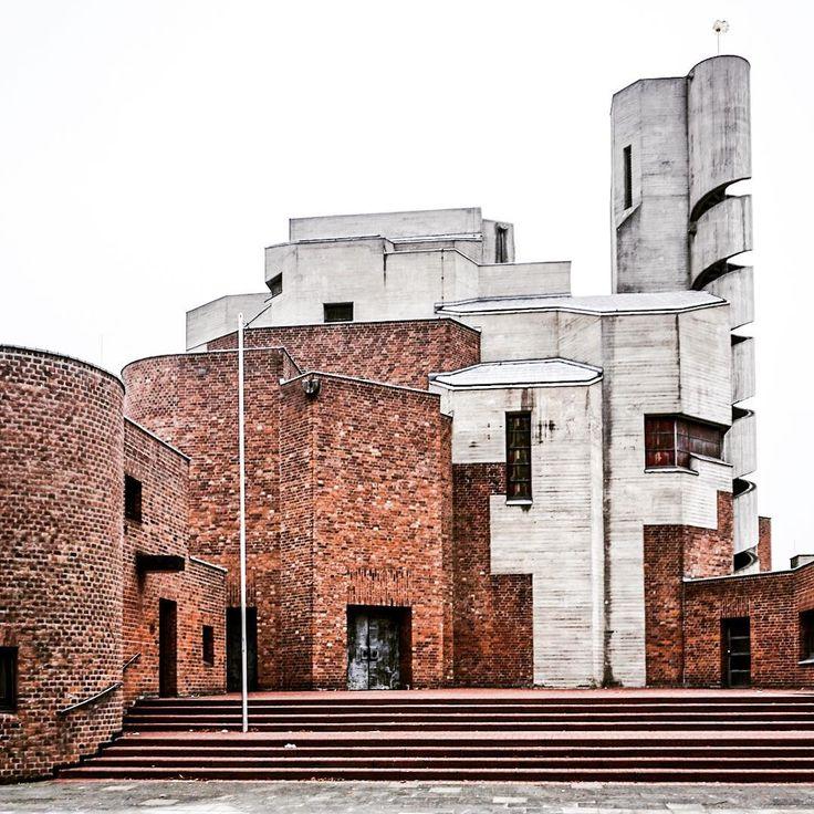 A Sunday archisculpture. Christi Auferstehung church in Cologne, designed by architect Gottfried Böhm. Built 1968-1970. #asundaychurchpic #bricksandconcrete #gottfriedböhm #church #kirche #lindenthal #achitecture #architektur #germanarchitecture #concrete #bricks #brutalism #brutalist #betonbrut #concretedesign #brutal_architecture #brutalistarchitecture #SOSBrutalism #köln #koeln #cologne #koelscheecken #thisiscologne #365koeln #visitkoeln #koeln_de #visitnrw #deinnrw #germany…