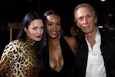 Vivica A. Fox, David Carradine and Julie Dreyfus at event of Kill Bill, la venganza: Volumen I (2003)