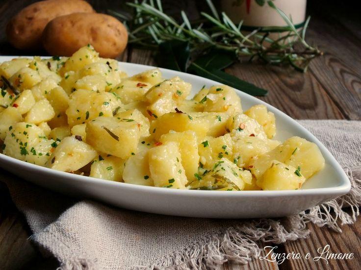 Le patate in purgatorio sono un contorno rustico e saporito. Perfetto il tocco piccantino che le caratterizza, così come la leggera cremosità dell'insieme.