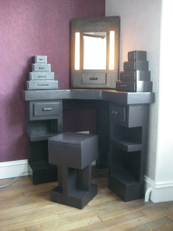SG Mobilier Carton, coiffeuse d'angle en carton   www.mobilier-carton-sur-mesure.com