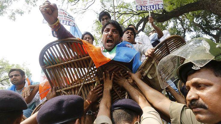 Нью-Дели, Индия. Акция протеста национального союза студентов Индии. Фото дня: 16 июня