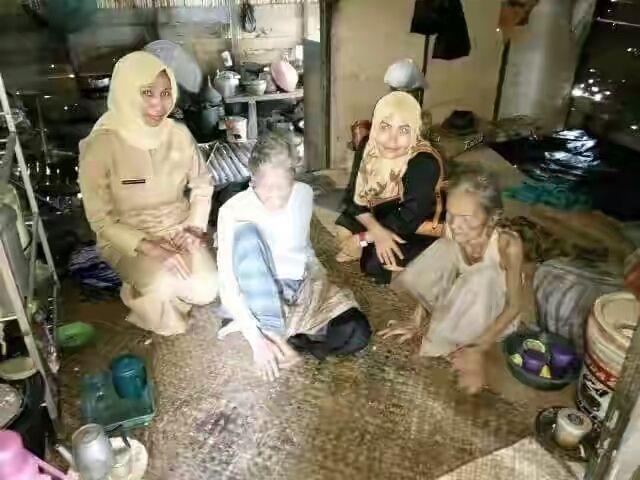 Riau Book - Miris, mendengar kisah sedih dua kakak adik, Siti Hairah (60) dan Mala (50) yang sama-sama mengalami kebutaan…