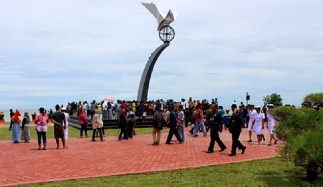 Covesia.com - Sebanyak 50.000 orang per hari mengunjungi pantai di Padang selama libur Lebaran, demikian menurut catatan Dinas Kebudayaan dan Pariwisata Kota...