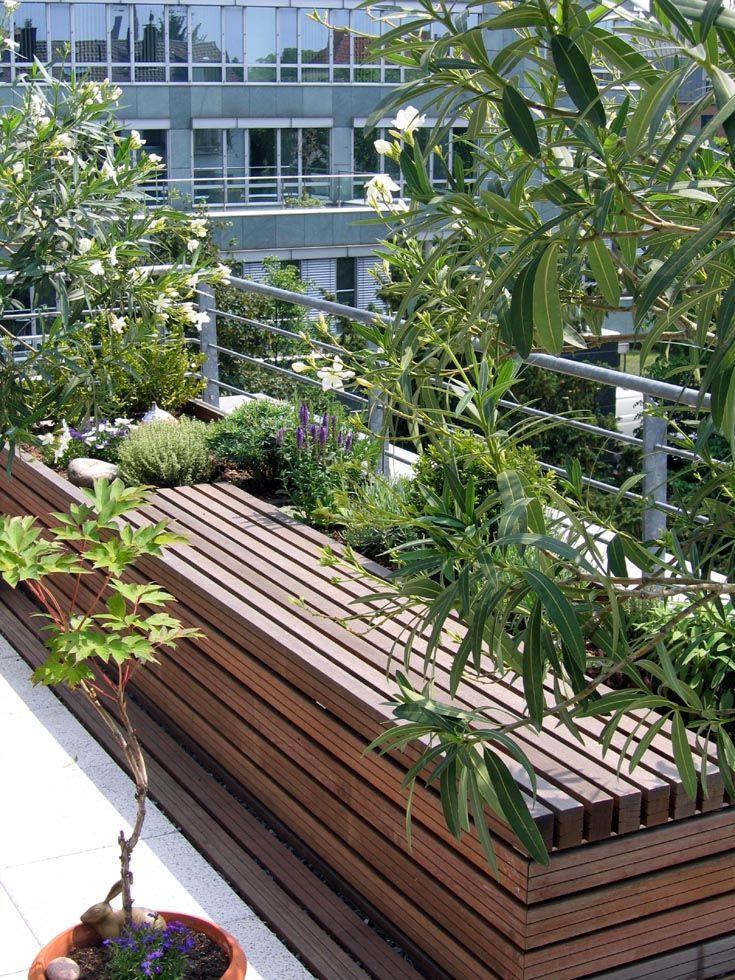 hochbeete mit sitzauflagen beleben die sonnige südterrasse