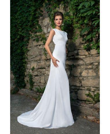 OLASO - nádherné dlhé jednoduché svadobné šaty s holým chrbátom, vlečkou a luxusnou brošňou na chrbte