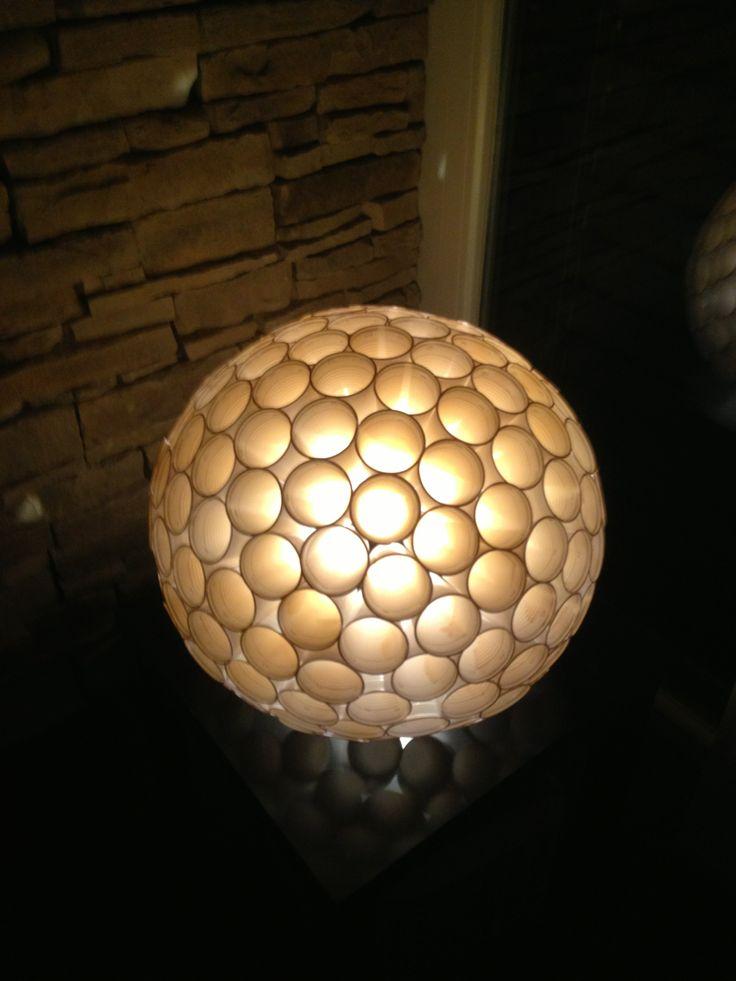 lampe aus plastikbecher aus plastikbechern plastikbecher lampen und dekoration. Black Bedroom Furniture Sets. Home Design Ideas