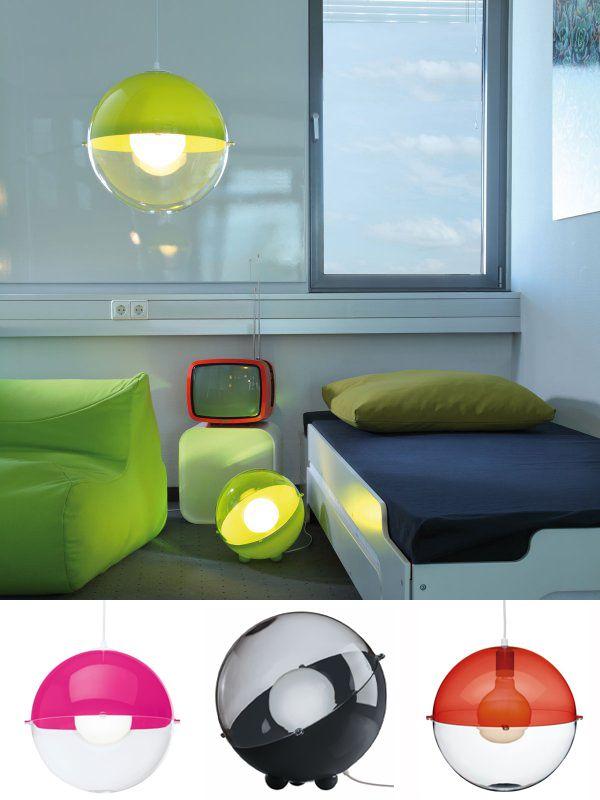 """Con """"Orion"""" retomamos el lenguaje de diseño escandinavo. Esta versátil lámpara proyecta una agradable luz de ambiente. La forma se reduce a lo esencial y se adapta a todo entorno. Los pies redondos proporcionan una base segura. $49.900"""