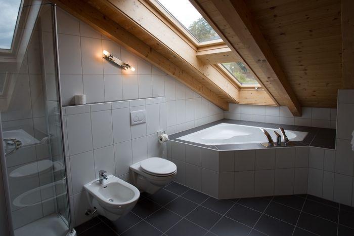 Salle de bains: Petite Salle De Bain Avec Baignoire Dangle