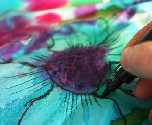 Watercolor floral pattern lesson - painting with watercolors on fabric