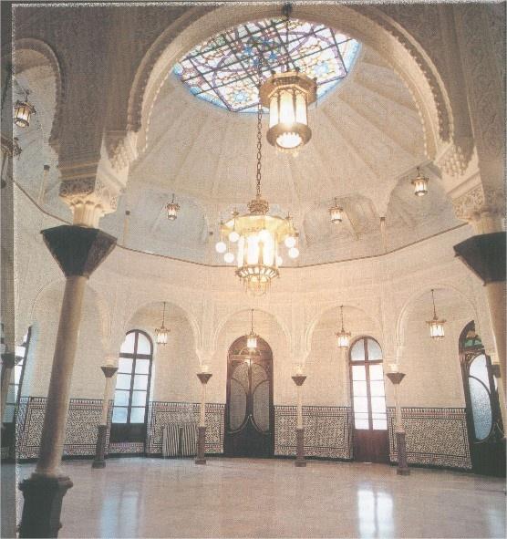 CÍRCULO ALCIREÑO Edificio construido en 1882. Alzira.