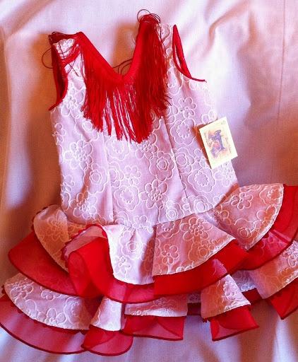 Vestido Flamenca niña, batista bordada blanca y organdí rojo,fleco en el escote.