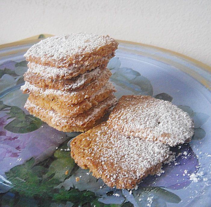 Biscotti con la farina di mandole profumati agli agrumi,ricetta dolce