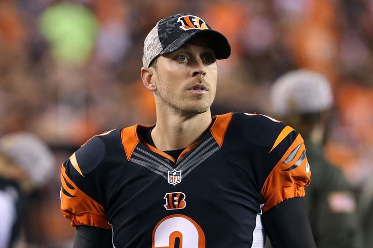 The Bears signed kicker Mike Nugent and placed Cairo Santos on injured reserve, the team announced Monday....