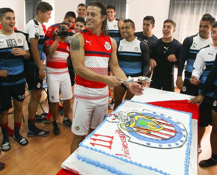 LLEGAN LA FELICITACIONES A CHIVAS POR SUS 111 AÑOSJugadores y exfutbolistas del Rebaño Sagrado, así como clubes de la Liga MX, felicitan al equipo Guadalajara en sus 111 años de existencia.