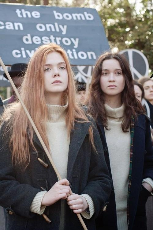 Elle Fanning and Alice Englert in Ginger and Rosa (2012) directed by Sally Potter thermal