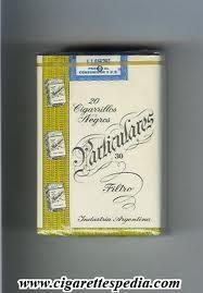 Tabaco negro. Nacionales y populares. Combinados con una ginebra Bols, un must de los 60-70s