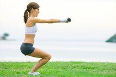 Не знаете, как правильно приседать, чтобы накачать ягодицы? Читайте на woman365.ru: рекомендации фитнес-тренеров и простые программы тренировок!