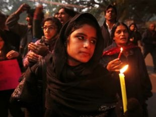 Delhi gang rape victim shifted out of Safdarjung hospital, headed to Singapore #India #NewDelhi #studentrape