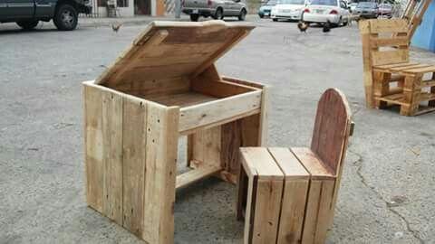 escritorio para nios hecho en palets by los inventos de luis muebles en palets los inventos de luis pinterest pallets