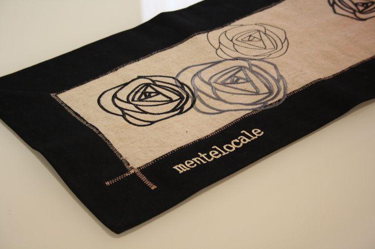 Runner con rose ricamate  35x140