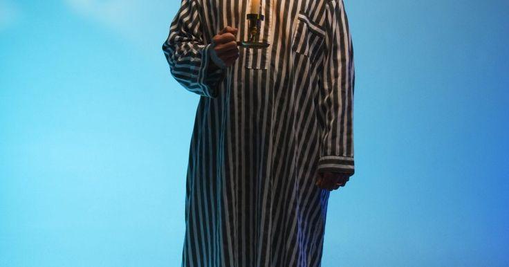 Cómo hacer un gorro de dormir largo . Un gorro de dormir largo, para usar con pijamas, es un maravilloso accesorio a un par de pijamas hechos de forma especial o puede ser el toque final de un disfraz de Scrooge para una obra de Navidad. Usa tela elástica para tu gorro largo de dormir para un buen ajuste y comodidad. Hacer un gorro de dormir largo requiere habilidades mínimas de ...