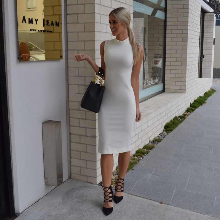 Sapphiroula sets off for a day in Brisbane's Fortitude Valley in style, wearing The Aurum Collective's designer fitted dress.