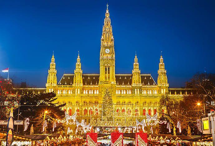 Kraków, Wrocław, Gdańsk – to jedne z najpiękniejszych polskich jarmarków, które już od listopada zajmują rynki tych miast. Możemy na nich znaleźć wszystko co doda atmosfery i magii tegorocznym Świętom. Ale jak znajdziemy czas to odwiedźmy i te u naszych sąsiadów – dech zapiera! http://exumag.com/najpiekniejsze-jarmarki-bozonarodzeniowe-europy/