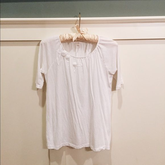 XS White J. Crew tee with Flower Appliqué Super soft and cute J. Crew size XS white cotton tee. Has elasticized neckline and petite white flower appliqués along collar. Slouchy fit with a short sleeve, this tee is comfy and cute and drapes nicely. Looks cute for casual or work! J. Crew Tops Tees - Short Sleeve