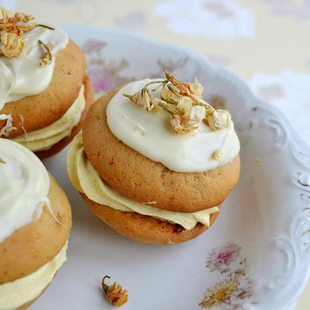 A Kingdom for a cake: Jasmine and white chocolate Whoopie Pie