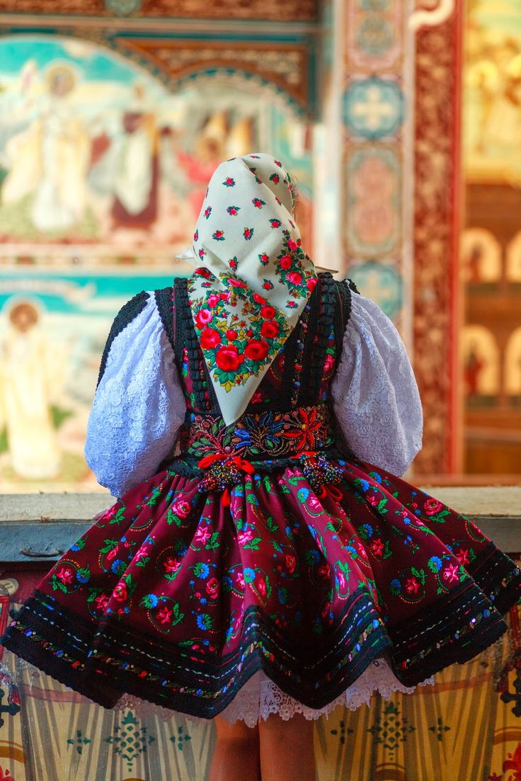 Maramures region traditional costume, Turț, photo Alexandru Feher, www.romaniasfriends.com