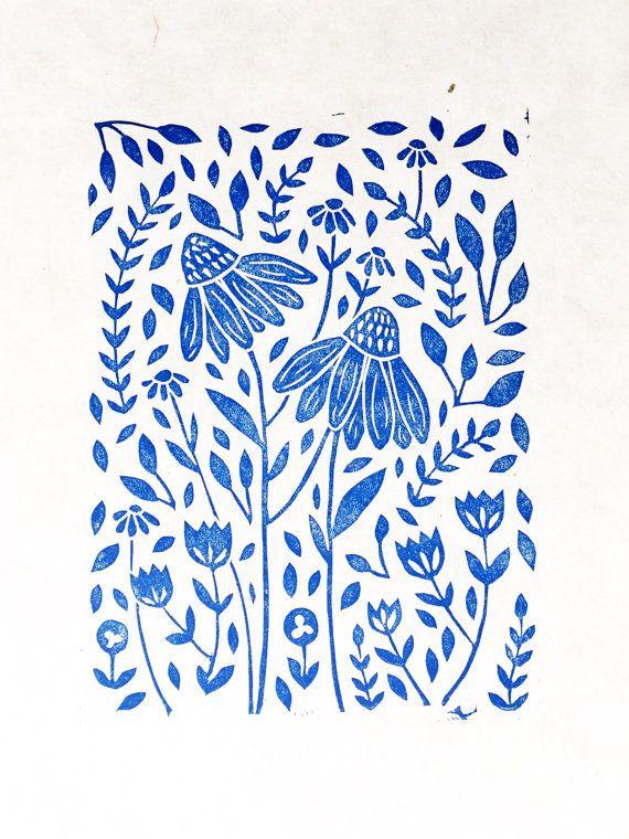 Blauwe bloemenprint Linosnede afdrukken door RichelleBergenArt