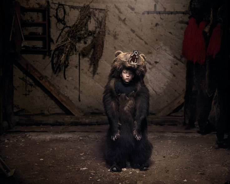Ciprian, l'orso ballerino (Salatruc, Romania orientale), 2013 © Tamas Dezso, Notes for an Epilogue,